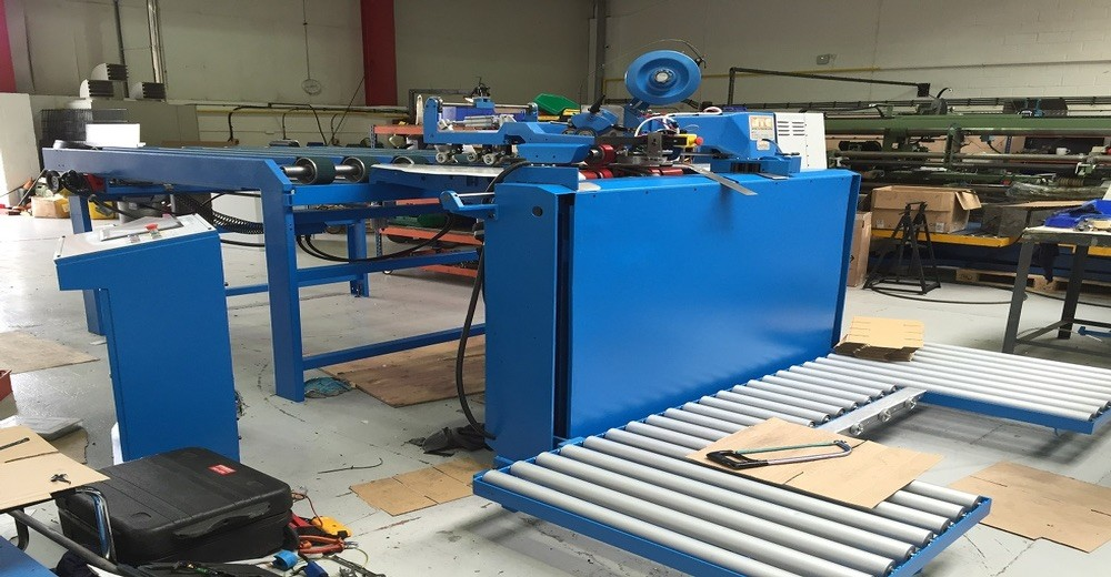LAMPOMATIC SEMI AUTO STITCHER. REFERENCE: 8704