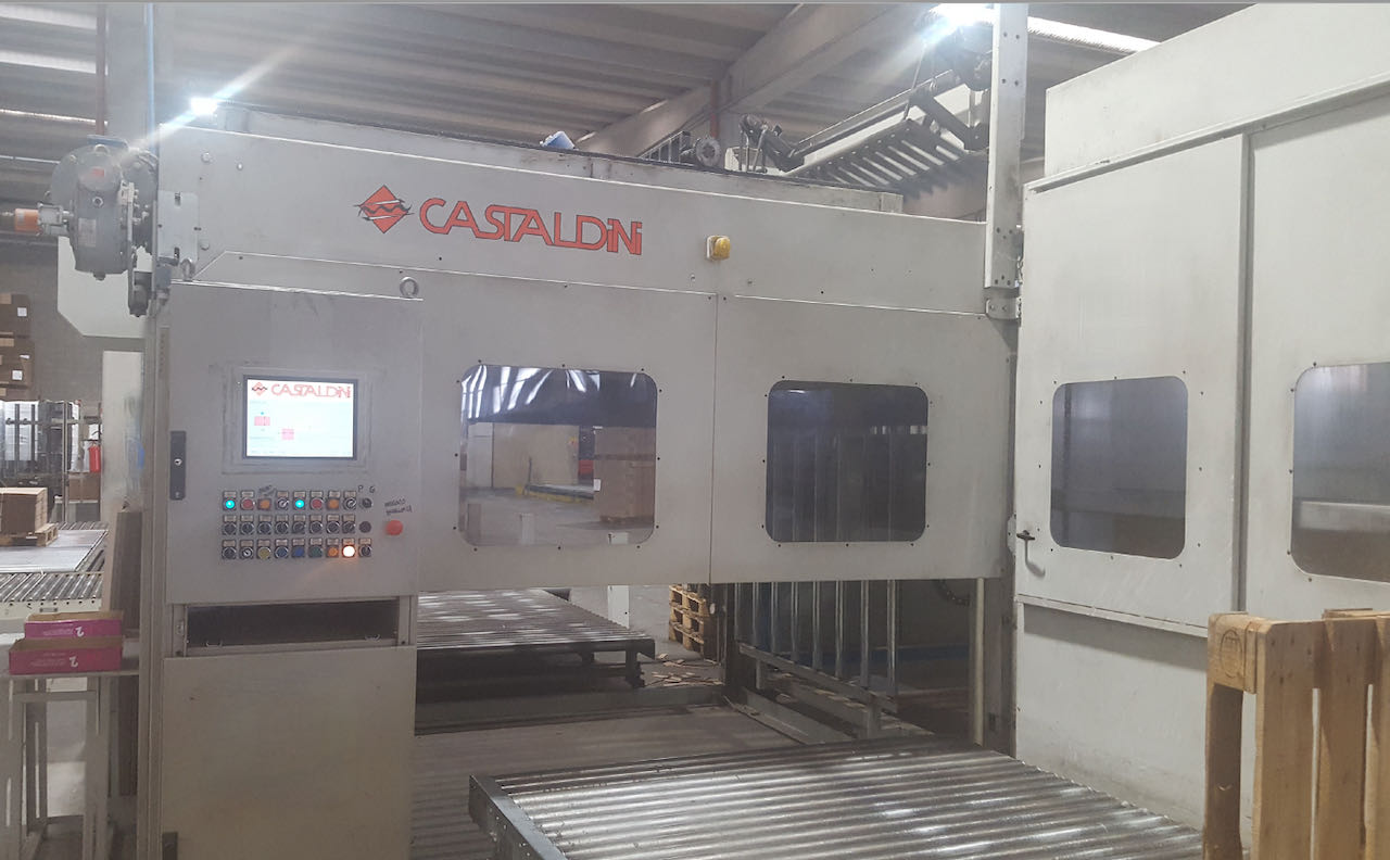 CASTALDINI AUTOMATIC PALLETIZER 4500 NEXT YEAR 2000 IN LINE WITH CURIONI 4500 JUMBO CASEMAKER